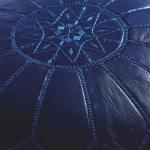 Кожаный синий пуф