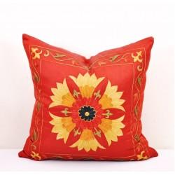 Красная наволочка с вышивкой, 50х50 см