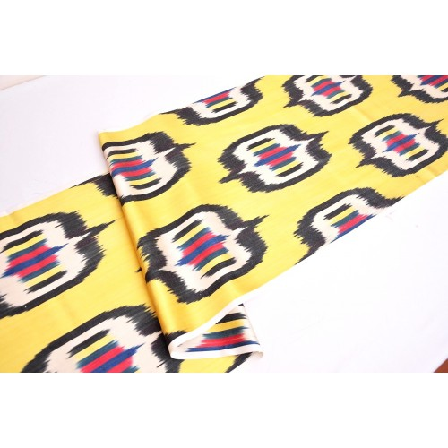 Желтая шелковая ткань