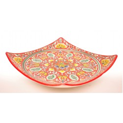 Квадратная тарелка красного цвета