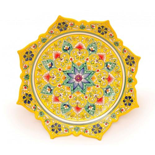 Керамическая тарелка на стеу с диаметром 40 см