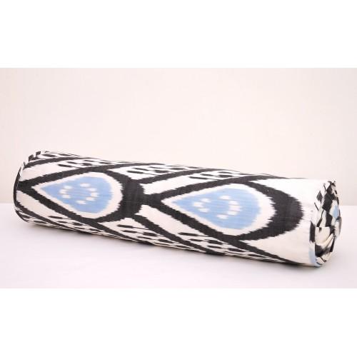 Декоративная подушка валик из иката