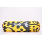 Желтая подушка валик Икат