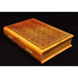 Деревянная коробка-шкатулка