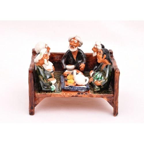 """Сувенир из керамики """"Старички на топчане"""""""
